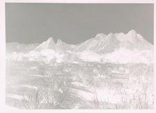 Paysage de l'Aïr. Les ruines au villages d'Aguellal aux pieds des Monts Aguellal