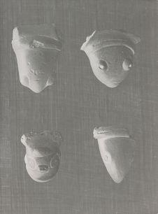Têtes zoomorphes servant d'anse de vase, civilisation Arawak Ignéri (collection...