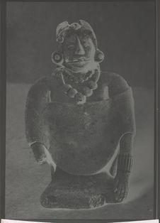 Sans titre [Statuette en terre de Mésoamérique]