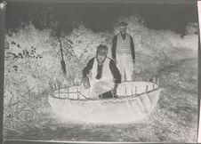 Fabrication d'un coracle, embarcation archaïque