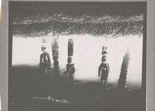 Piliers sculptés du palais de Kétou vers 1914, disparu aujourd'hui