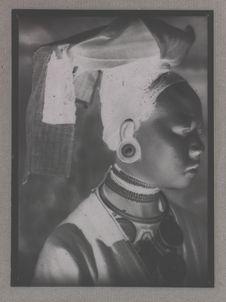 Femme Man Tien avec coiffure de cérémonie