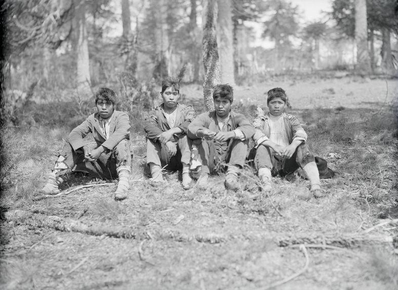 Sans titre [Quatre Mapuches]