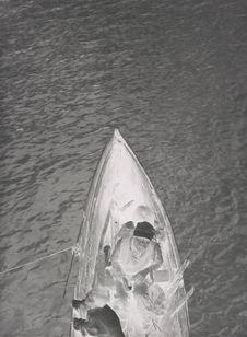 Sans titre [Deux adultes et un enfant dans une barque]