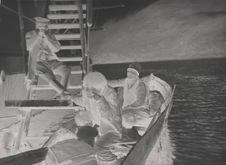 Sans titre [Adultes et enfants dans une barque]