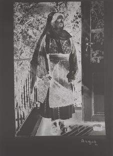 Costume de l'poque 1900 d'après la manière dont le voile est porté