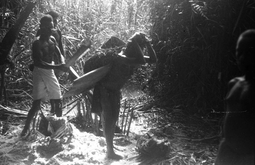 Bande film de 6 vues sur le Sepik. Mission 1954-1955. L.S.
