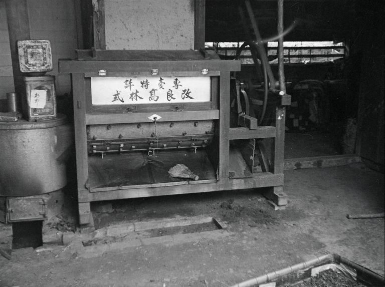 Sans titre [machines dans un atelier]