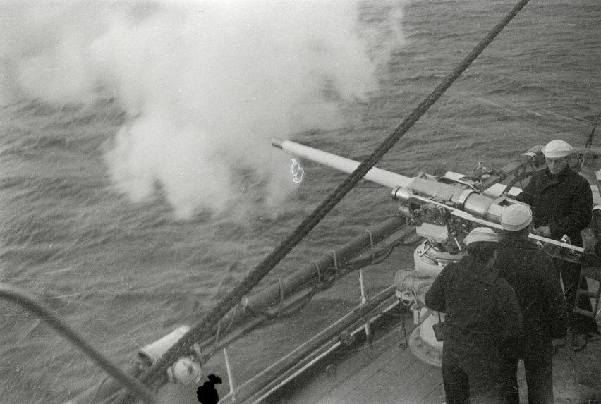 Sans titre [ bande film de six vues concernant un bateau militaire]