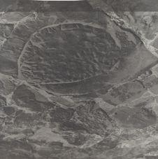 Dalle de moulin à huile romaine utilisé comme dalle d'aire à battre de la maison...
