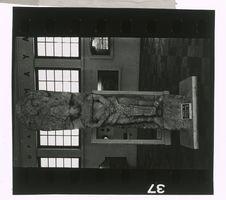 Sans titre [stèle sculptée]