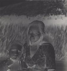 Sans titre [femme et enfant Piaroa aux visages peints]