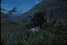 Buang, village. Greniers de Pangrupe