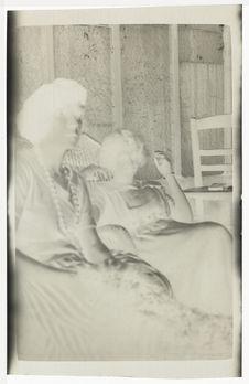 Ermitage [portrait de deux femmes]