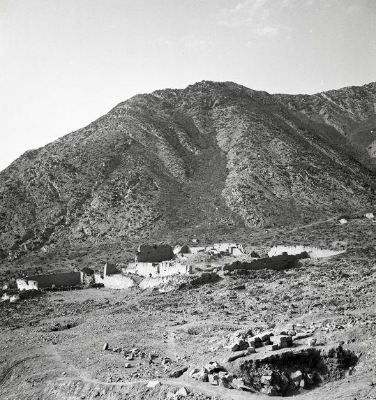 Bande-film de 3 vues concernant un site archéologique [Puruchuco ?]