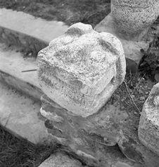 Bande film de 3 vues concernant des sculptures anthropomorphes et zoomorphes en...