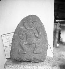 Bande film de 3 vues concernant des bas-reliefs sur blocs de pierre du musée de...