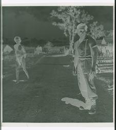 Sans titre [homme montagnard en tenue occidentale, dans les environs de Dalat]