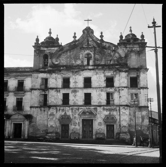Sans titre [façade d'une église de Belém]