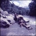 Sans titre [pirogue remontant le fleuve Mahakam]