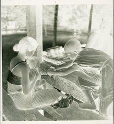 Attachement de fil de coton par un bonzillon (pour un bébé porté par sa mère)
