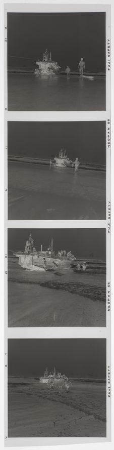 Bande film de quatre vues concernant l'arrivée d'un bateau