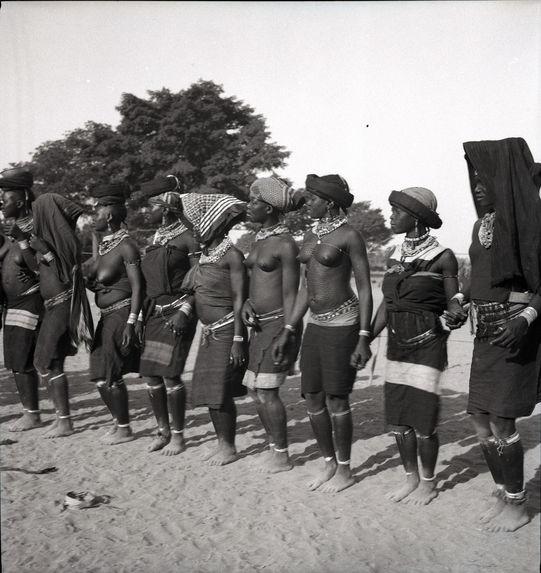Danse des femmes [neuf femmes]
