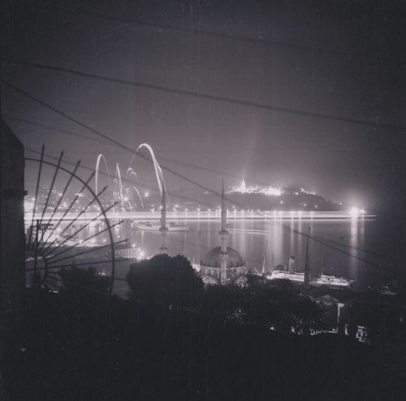 Fête de nuit. Pointe du Sérail sur le Bosphore
