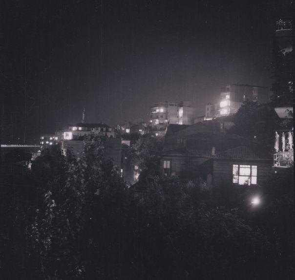 Istambul. Juillet 1940 [vue de maisons et d'immeubles]