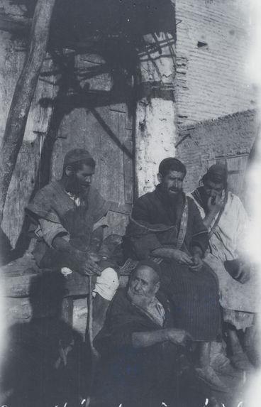 Assemblée de vieux juifs. Maroc