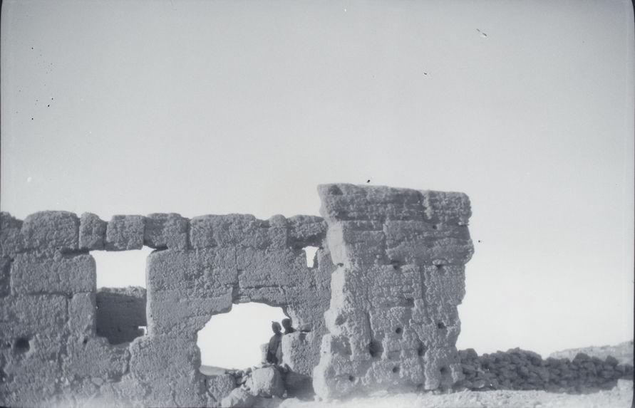 Sur la route d'Asni [construction en terre crue]