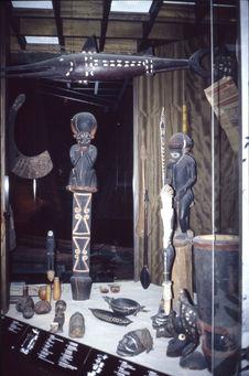 Vue de la salle Océanie du Museum für Völkerkunde de Berlin : Vitrine Salomon