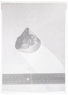 Sans titre [Souk el Arba. Galet piriforme à taille sub-pyramidale. Salétien du...