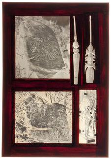Sans titre [pierres gravées, mannequin néo-calédonien et deux pièces de bois...