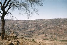 Sans titre [habitations et cultures en terrasses dans un paysage au relief...