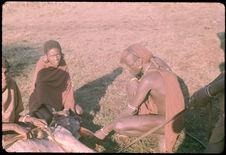 Sans titre [guerriers maasaï au côté d'un animal abattu]