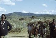 Sans titre [homme, jeune fille et enfants maasaï ou samburu]