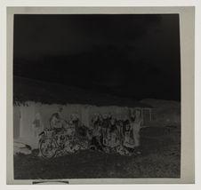 Voyageurs de Poumé devant l'école