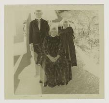 La veuve Sisil Varko et ses deux enfants
