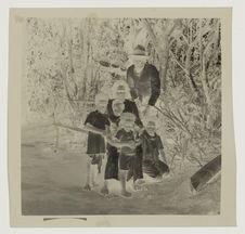 La famille de la fille de l'ancien chef du clan Cimbei