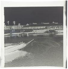 Sur le pont du petit bras du Sénégal. Coup d'épervier