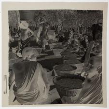 Au marché, vente du sorgho rouge germé pour la bière de mil