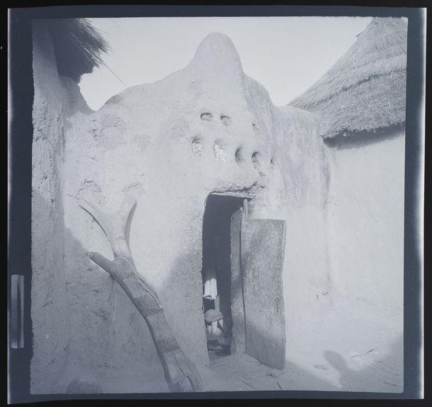 Porte d'entrée de la case d'un notable