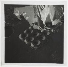 """Fabrication des moules à beignets""""tavy-fanaova-mofo&quot"""