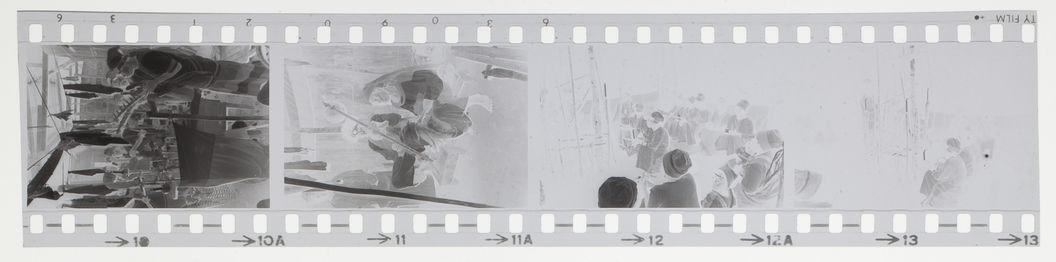Sans titre [bande film de quatre vues : musiciens et cérémonie ?]