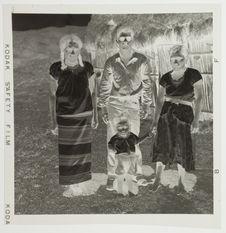 Femmes portant le costume traditionnel