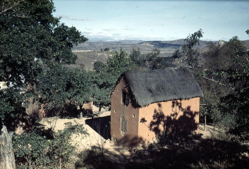 Imerina [maison et paysage]