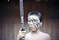 Adolescent portant à la chasse