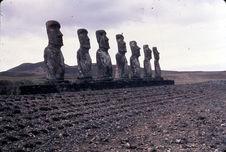 Les sept moaï de l'Ahu Akivi