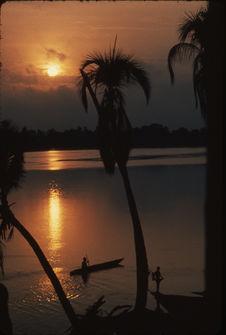 Levé du soleil sur le fleuve Sépik